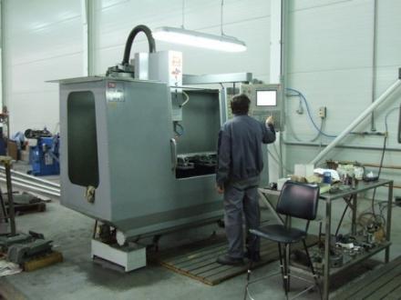CNC 3 tengelyes megmunkáló gép Y(300) X(700) Z(300)