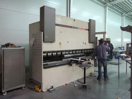 CNC élhajlítás 3000mm-ig 160 T